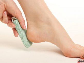 كيفية تقشير القدمين